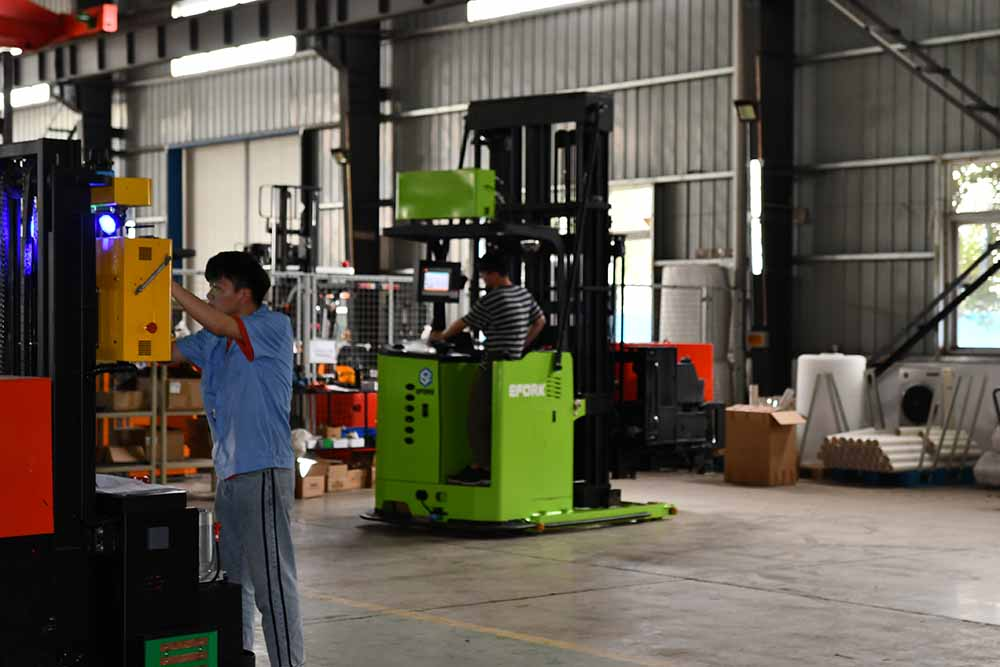 AGV调度控制系统增强无人叉车可用性和可靠性