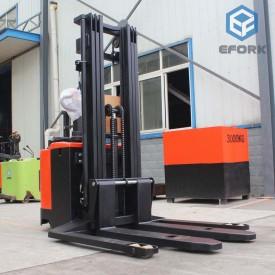 宽腿式电动堆高车