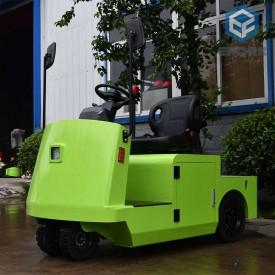 绿色站驾式电动牵引车